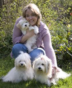 Anne Mette med sine elskede hunde